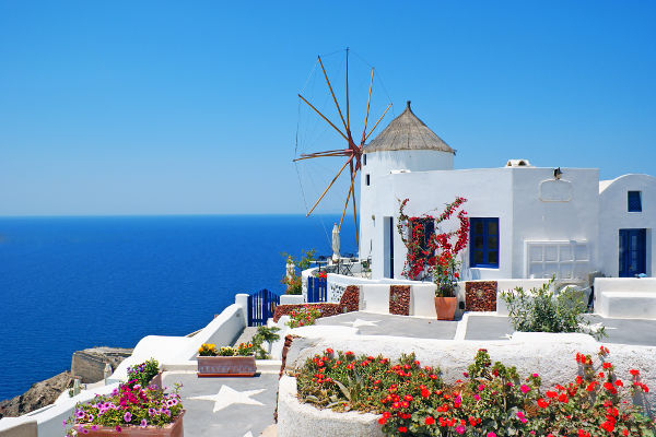 traditional architecture of oia village, santorini island